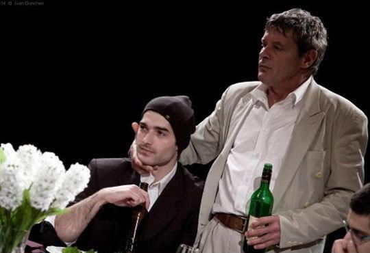 Гледайте черната комедия Покана за вечеря на 28.09. от 19ч, Камерна зала на Театър ''София'', билет за един - Снимка 2
