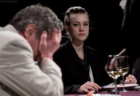 Гледайте черната комедия Покана за вечеря на 28.09. от 19ч, Камерна зала на Театър ''София'', билет за един - Снимка 1