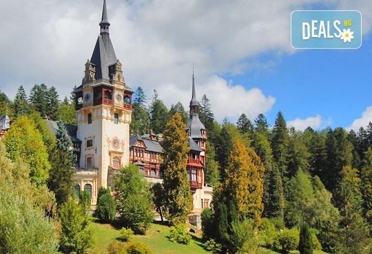 Еднодневна екскурзия през октомври или декември до Синая и замъка на Дракула в Бран с транспортот Русе и екскурзовод! - Снимка 1