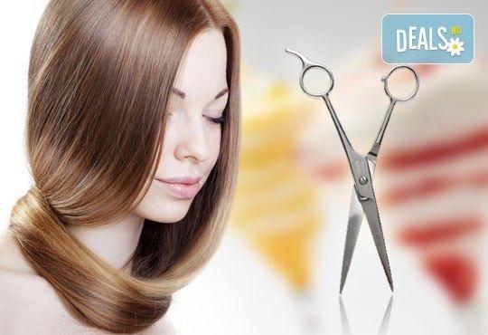 Масажно измиване, подстригване и терапия за коса с продукти Milk Shake и прическа със сешоар в салон Блейд! - Снимка 1