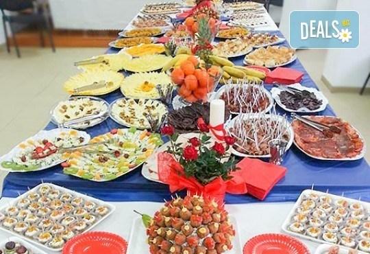 Направи сам своето меню! 25 бр. коктейлни хапки от един вид по избор, бонуси 50% отстъпка от сладките изкушения на Мечо Фууд Кетъринг! - Снимка 9
