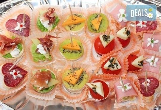 Направи сам своето меню! 25 бр. коктейлни хапки от един вид по избор, бонуси 50% отстъпка от сладките изкушения на Мечо Фууд Кетъринг! - Снимка 3
