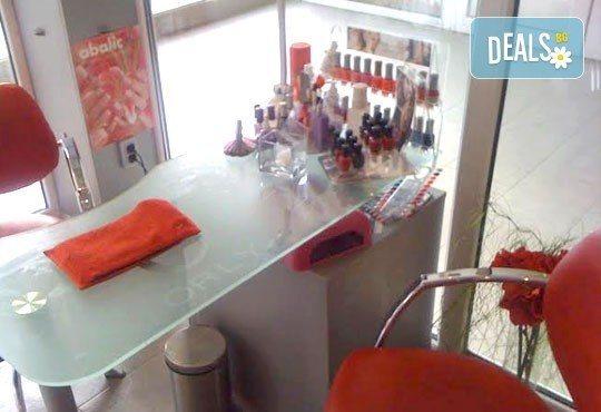 Ултразвуково почистване на лице, кислородна терапия и масаж с колаген в салон за красота Sassy! - Снимка 6