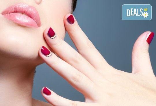 Забележителни ръце! Гел върху естествен нокът, лак в цвят по избор, 2 декорации и бонус 50% отстъпка от следваща процедура в NSB Beauty Center! - Снимка 1