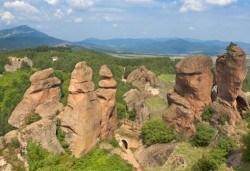 Еднодневна екскурзия през есента до Белоградчик, пещерата Магурата, Рабишкото езеро, транспорт и екскурзовод от Глобул Турс! - Снимка