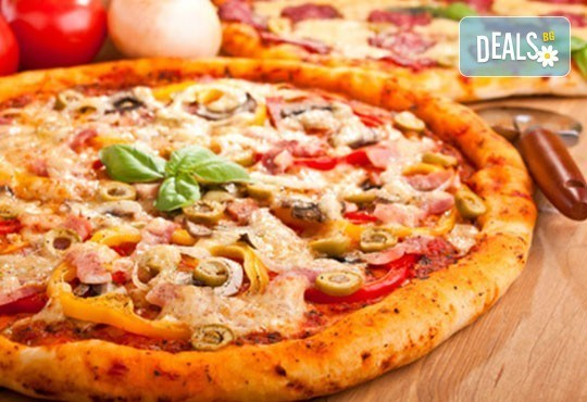 Обяд или вечеря в Ресторанти Златна круша! Две големи тънки пици или три малки тънки пици - Снимка 3