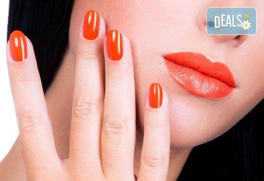 Добавете стил върху ръцете си с класически маникюр в цвят по избор от богатата палитра на OPI или Zoya в Ивелина студио! - Снимка 1