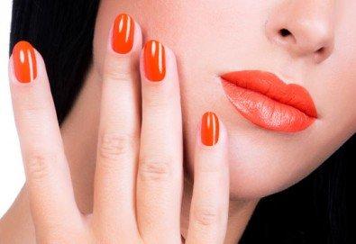 Добавете стил върху ръцете си с класически маникюр в цвят по избор от богатата палитра на OPI или Zoya в Ивелина студио! - Снимка