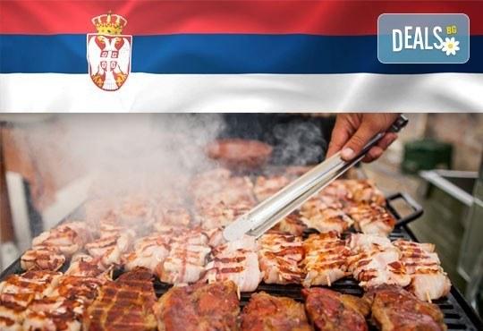 Голямо плато 880 г вкусна скара плюс шопска или зелена салата и порция пържени картофи със сирене от Сръбска скара Весна - Снимка 1