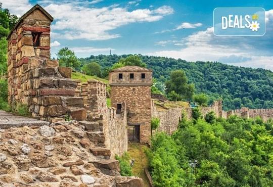 Еднодневна екскурзия до Арбанаси и Велико Търново през октомври и ноември, транспорт и екскурзовод от Глобул Турс! - Снимка 1