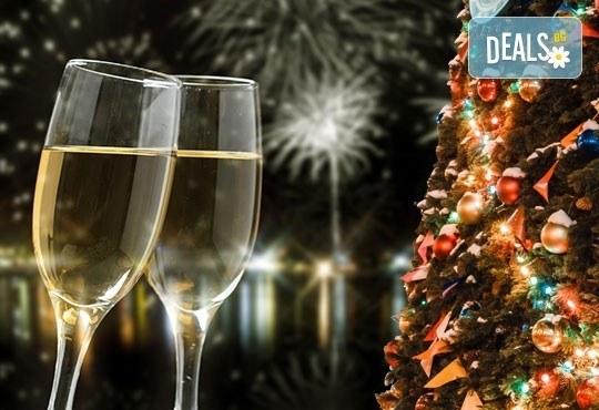 За Нова година на о. Лефкада, Гърция! Nirikos 3*, 3 нощувки със закуски и вечери от България Травъл - Снимка 1