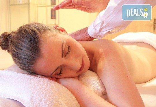 Релаксиращ, класически или болкоуспокояващ масаж на цяло тяло с етерични масла в Студио БЕРЛИНГО до Mall of Sofia - Снимка 1