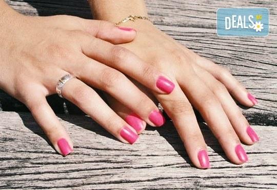 Украсете ноктите си с класически или френски маникюр с гел лак Bluesky/S&A в салон за красота Виктория! - Снимка 1