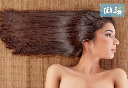 Масажно измиване, терапия според типа коса по избор с инфраред преса, ултразвук и оформяне на прическа със сешоар в салон Хасиенда - Снимка 1