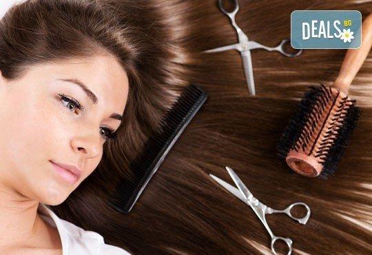 Масажно измиване, терапия според типа коса по избор с инфраред преса, ултразвук и оформяне на прическа със сешоар в салон Хасиенда - Снимка 3