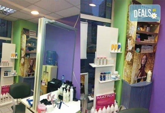 Масажно измиване, терапия според типа коса по избор с инфраред преса, ултразвук и оформяне на прическа със сешоар в салон Хасиенда - Снимка 4