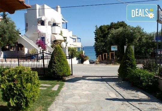 Почивка през септември на брега на Егейско море с ТА Ревери! 3 нощувки със закуски и вечери в Leonidas Apartments, Касандра, Гърция! - Снимка 1