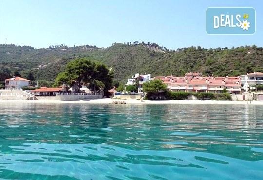 Почивка през септември на брега на Егейско море с ТА Ревери! 3 нощувки със закуски и вечери в Leonidas Apartments, Касандра, Гърция! - Снимка 2