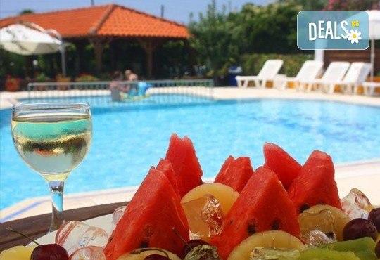 Почивка през септември на брега на Егейско море с ТА Ревери! 3 нощувки със закуски и вечери в Leonidas Apartments, Касандра, Гърция! - Снимка 14