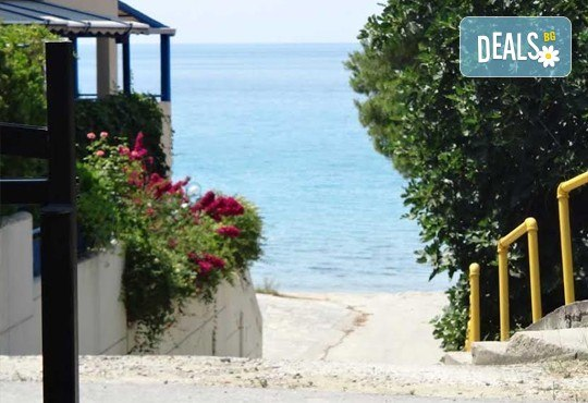 Почивка през септември на брега на Егейско море с ТА Ревери! 3 нощувки със закуски и вечери в Leonidas Apartments, Касандра, Гърция! - Снимка 13