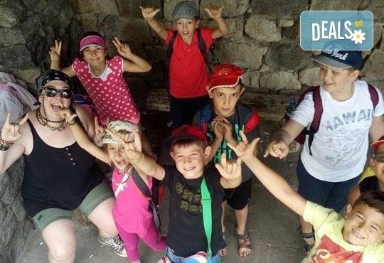 Месечна ученическа занималня за деца от 1 до 5 клас - подготовка на уроците и много забавления от езиков център WonderLand - Снимка 5