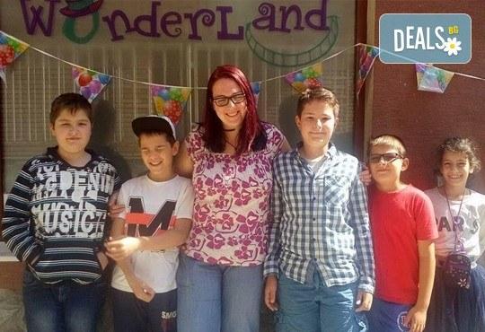 Месечна ученическа занималня за деца от 1 до 5 клас - подготовка на уроците и много забавления от езиков център WonderLand - Снимка 7