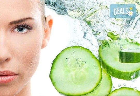 Тонизиращ и подмладяващ масаж на лице или цяло тяло с истинска краставица и чисти етерични масла + подарък: стреч масаж и рефлексотерапия в Лаура Стайл! - Снимка 2