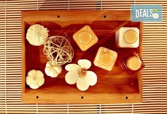 Тайландски стреч масаж с топли билкови торбички и натурални етерични масла, рефлексотерапия на стъпала и длани и релаксиращ масаж с вендузи в Лаура Стайл! - Снимка 4