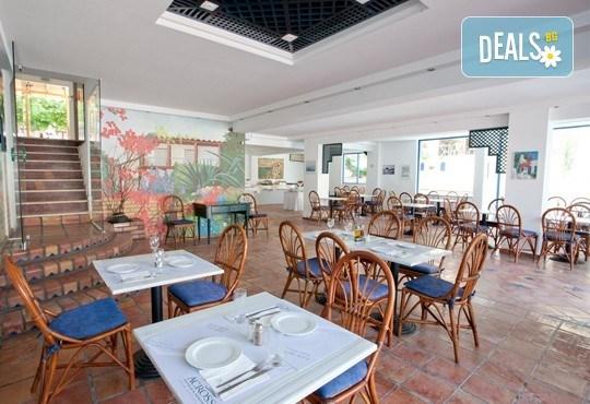 Почивка през септември в Халкидики, Гърция! 5 нощувки на база All Inclusive в Golden Beach Hotel - Apartments 2*, Неа Потидеа! - Снимка 14