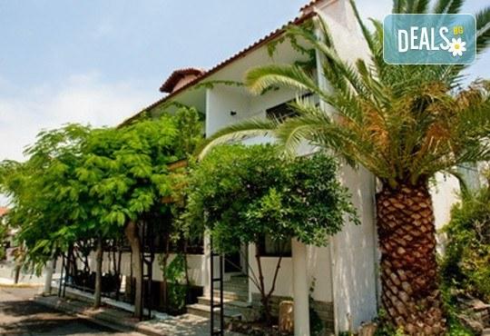 Почивка през септември в Халкидики, Гърция! 5 нощувки на база All Inclusive в Golden Beach Hotel - Apartments 2*, Неа Потидеа! - Снимка 2