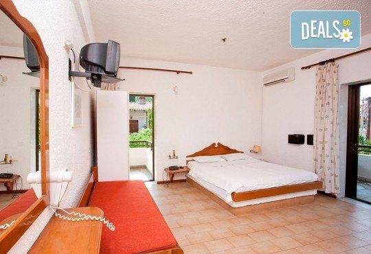 Почивка през септември в Халкидики, Гърция! 5 нощувки на база All Inclusive в Golden Beach Hotel - Apartments 2*, Неа Потидеа! - Снимка 4