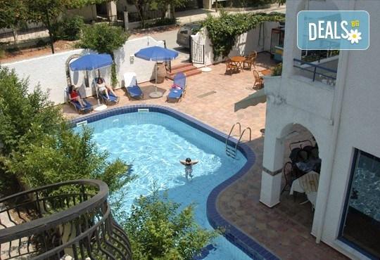 Почивка през септември в Халкидики, Гърция! 5 нощувки на база All Inclusive в Golden Beach Hotel - Apartments 2*, Неа Потидеа! - Снимка 15
