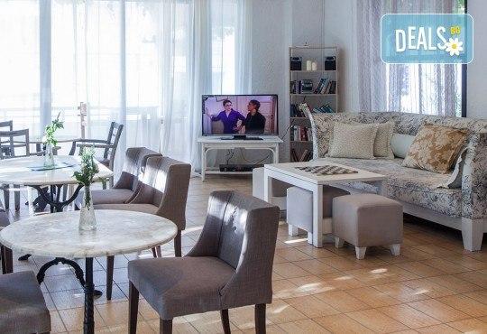 Почивка през септември в Халкидики, Гърция! 5 нощувки на база All Inclusive в Golden Beach Hotel - Apartments 2*, Неа Потидеа! - Снимка 7