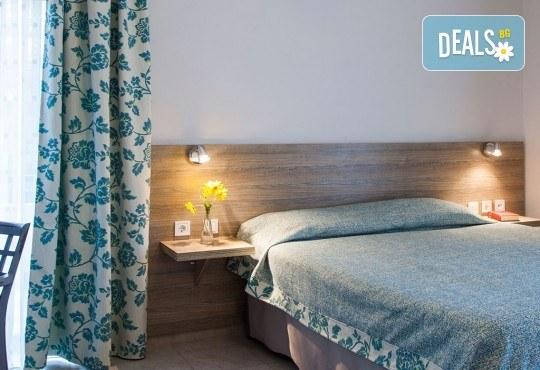 Почивка през септември в Халкидики, Гърция! 5 нощувки на база All Inclusive в Golden Beach Hotel - Apartments 2*, Неа Потидеа! - Снимка 9