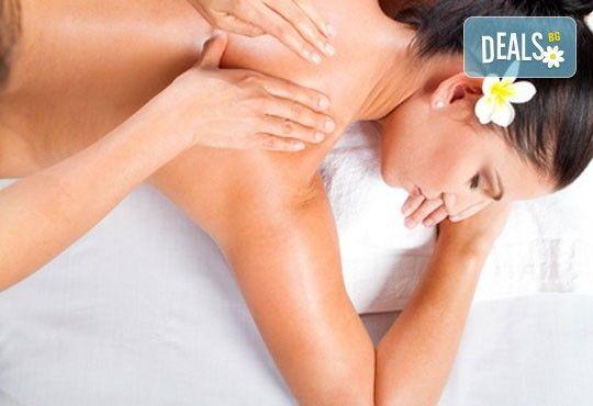 Болкоуспокояващ масаж на цяло тяло с био масла ирис, лайка, алое, лавандула + рефлексотерапия в Студио Матрикс 77 - Снимка 1