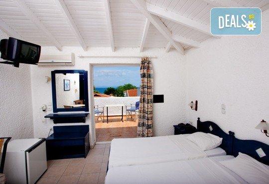 Септемврийски празници на Халкидики, Гърция! 3 нощувки със закуски и вечери в Golden Beach Hotel - Apartments 2*, Неа Потидеа! - Снимка 6