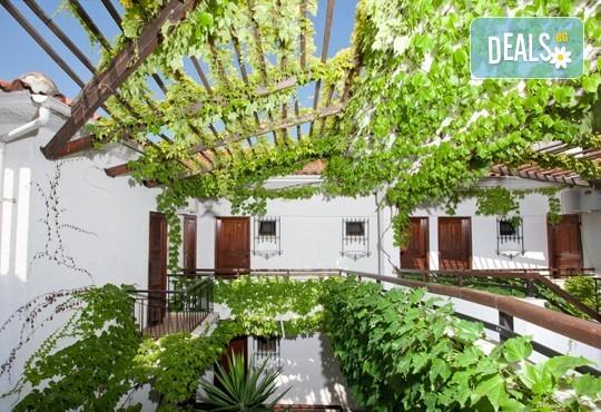 Септемврийски празници на Халкидики, Гърция! 3 нощувки със закуски и вечери в Golden Beach Hotel - Apartments 2*, Неа Потидеа! - Снимка 18