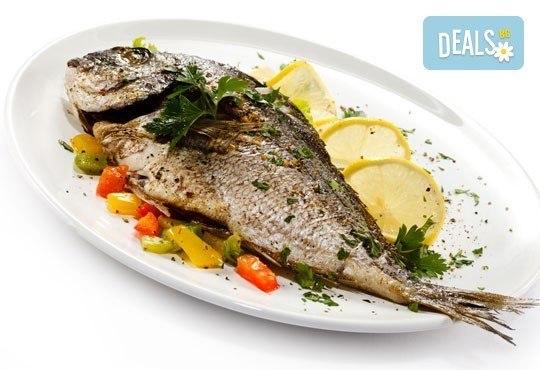 Средиземноморски кулинарен круиз! Две порции Лаврак или Ципура с гарнитура чипс картофи и зеле и моркови в Ресторант BALITO - Снимка 3