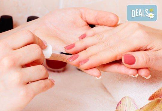 Красиви ръце! Дълготраен маникюр с гел лак Free style в Салон Замфира, жк Тракия - Снимка 2