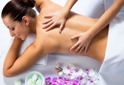 Дълбокотъканен масаж на цяло тяло с техники за отпускане на гърба и болкоуспокояваща терапия при рехабилитатор в Студио Кинези плюс! - Снимка
