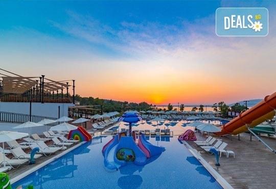 На море през октомври в Ramada Resort Hotel Akbuk 4+*, Дидим! 7 нощувки, All Inclusive и възможност за транспорт! Дете до 11 години безплатно! - Снимка 1