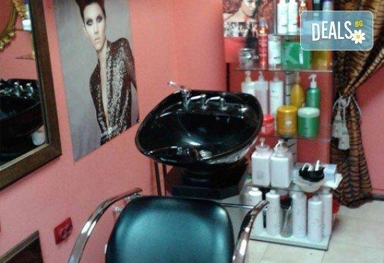 Изграждане с гел във форма по желание на клиента, лакиране с гел лак в цвят по избор и 2 декорации в салон за красота Белисима! - Снимка 3