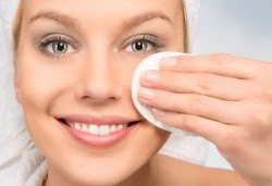 Мануално почистване на лице и почистване на вежди в Студио SUNCHITA