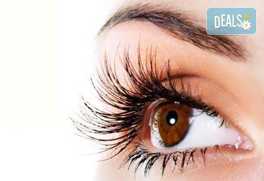 Секси поглед? Удължаване и сгъстяване на мигли по системата косъм по косъм в Студио за красота SUNCHITA - Снимка 1