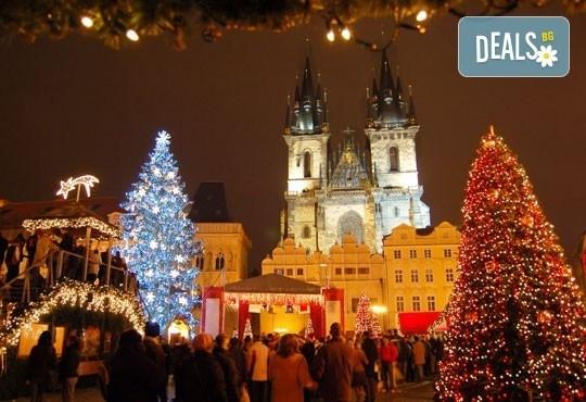 Посетете Прага и Братислава в навечерието на Коледа! 3 нощувки със закуски в хотел 3* и транспорт от Запрянов травел! - Снимка 1