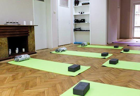 Премахнете стреса и умората и оформете тялото си! Две посещения на йога терапия от Beauty & Prana студио в центъра на София! - Снимка 5