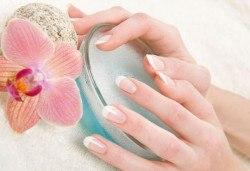 Гел върху естествен нокът или изграждане на ноктопластика, лакиране с Gel Polish и бонус 50% отстъпка от следваща процедура и всички услуги в студиото в NSB Beauty Center! - Снимка