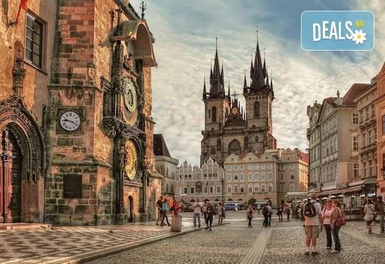 Екскурзия преди Коледа до Прага! 2 нощувки със закуски в хотел 3*, транспорт от Запрянов травел и възможност за посещение на Дрезден! - Снимка 1