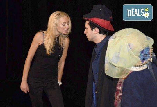 Уникално смешна комедия по братя Макс! Гледайте Паника в хотела'' на 04.10. от 19 ч, Театър Сълза и Смях, Открита сцена - Снимка 2
