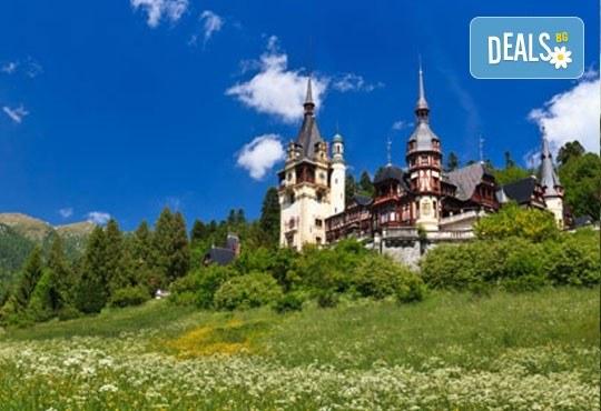 Букурещ и Трансилвания през октомври с Дари Травел! 2 нощувки със закуски, транспорт и посещение на Пелеш, Пелишор, Бран и замъка на Дракула! - Снимка 1